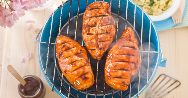 How to ready barbecue chicken on the grill?